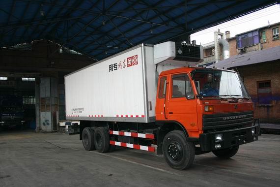 东风厢式冷藏车最新价格表、230马力厢式冷藏车EQ5242XLC2